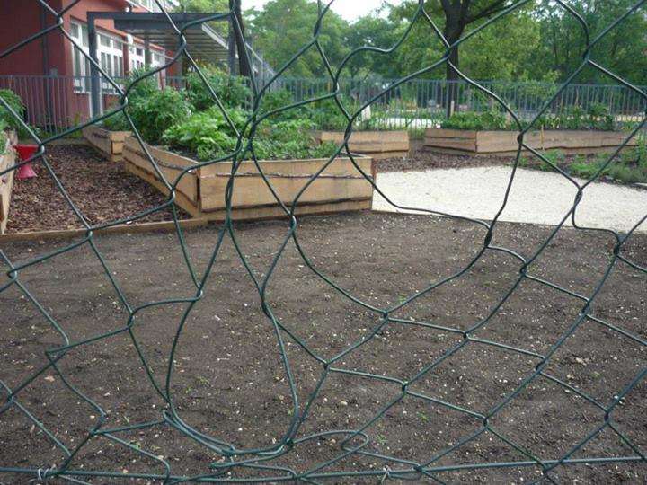 megrongált kerítés